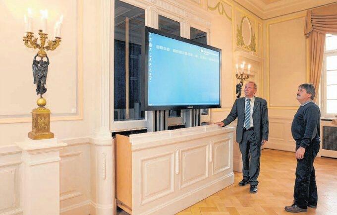 Flatlift TV Lift Systeme im Schloss